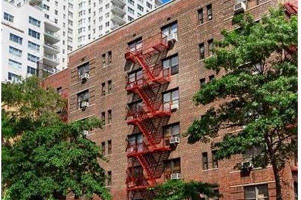 Pied a terre a midtown manhattan new york homenew york home - Altezza alberi giardino privato condominio ...