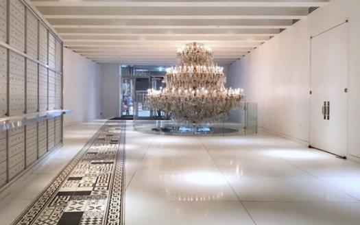 Loft nel condominio design Starck