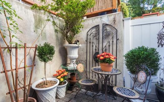 Bilocale su due piani con giardino